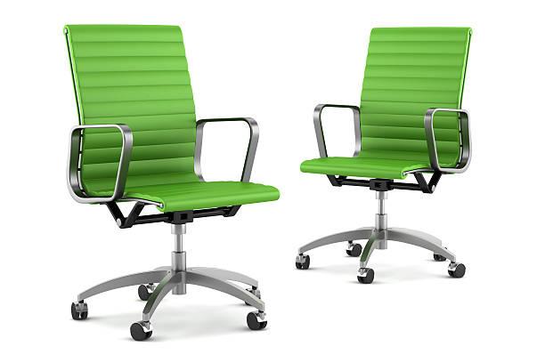 zwei modernen grünen büro stuhl, isoliert auf weißem hintergrund - bürostuhl stock-fotos und bilder