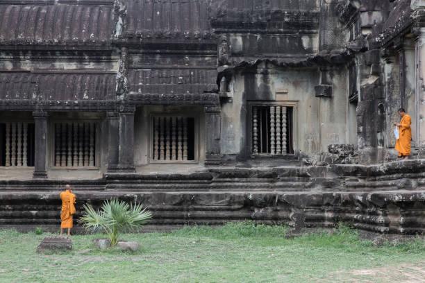 Two Monks in Angkor Wat – zdjęcie