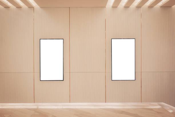 Boîte à lumière affiche deux film ou affichage image cinéma lightbox ou panneaux d'affichage avec espace blanc le long de la promenade dans un design intérieur moderne pour salle de cinéma - Photo