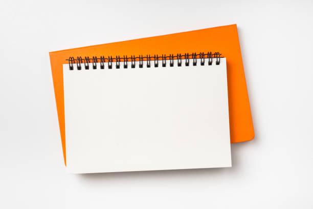 zwei Notebook (Spirale und Hardcover) isoliert auf Hintergrund für Mock-up – Foto