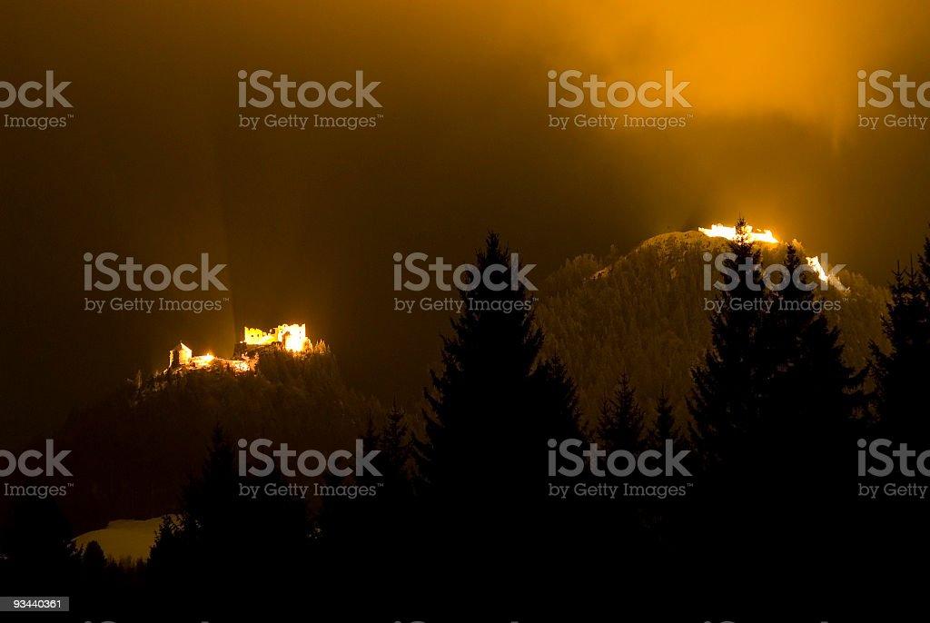 Zwei alte Schlösser in die Nacht Lizenzfreies stock-foto