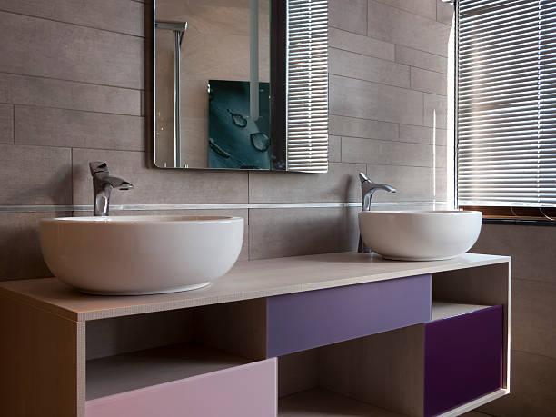 zwei ovale waschbecken - sanitäreinrichtung stock-fotos und bilder