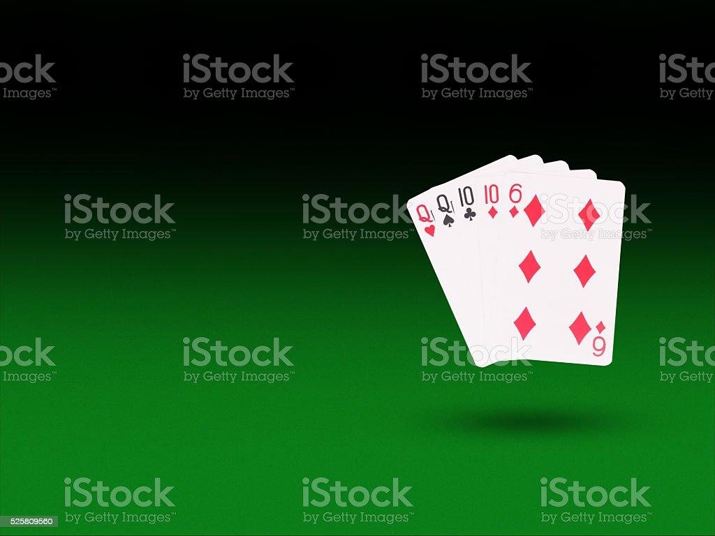 Две пары играют в карты онлайн покер на реальные деньги для айфон