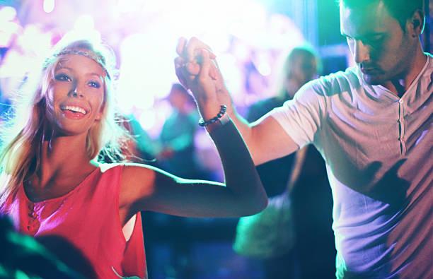 duas pessoas de dança em concerto. - samba imagens e fotografias de stock