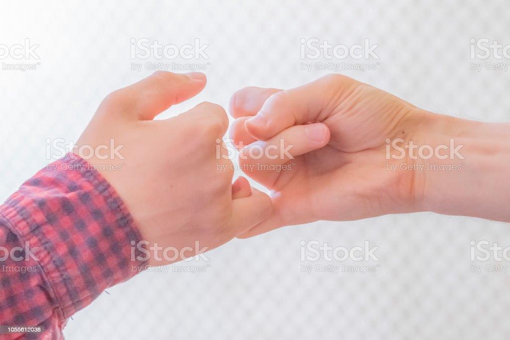 Haken mit einer kleinen Person