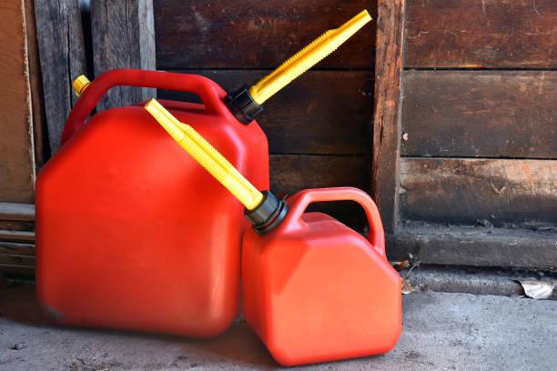 Zwei rote Kunststoff Gasflaschen – Foto