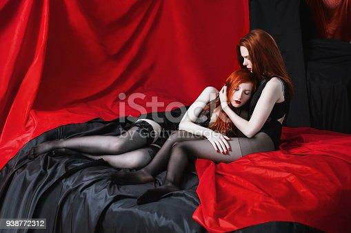 Seductora y sexy pelirroja lesbiana