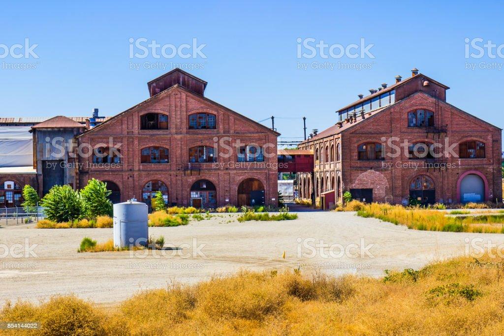 Dois edifícios de tijolo Retro - foto de acervo