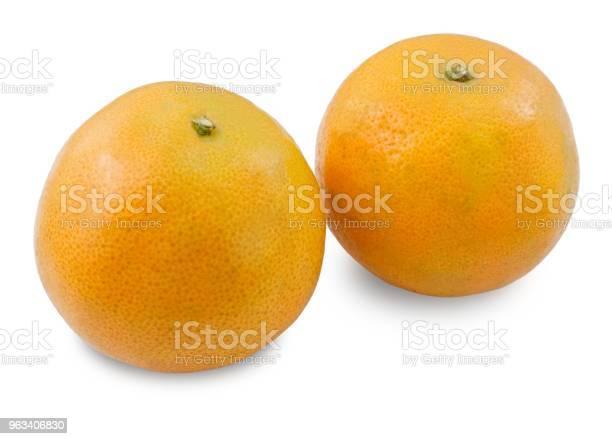 Dwa Dojrzałe Słodkie Pomarańcze Na Białym Tle - zdjęcia stockowe i więcej obrazów Deser