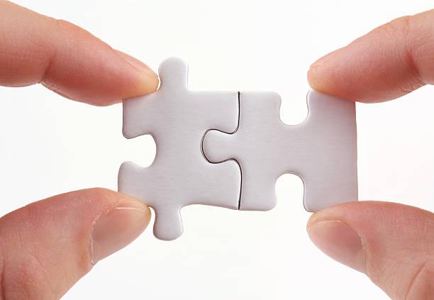 teamwork (teamarbeit) - dinge die zusammenpassen stock-fotos und bilder