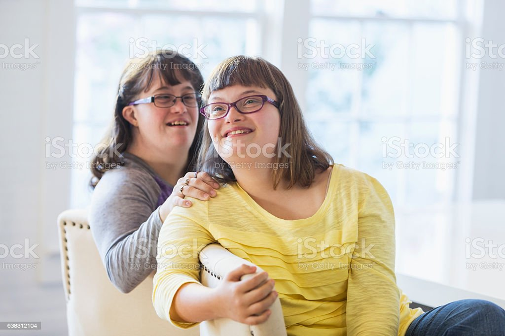 Two sisters with down syndrome - foto de stock