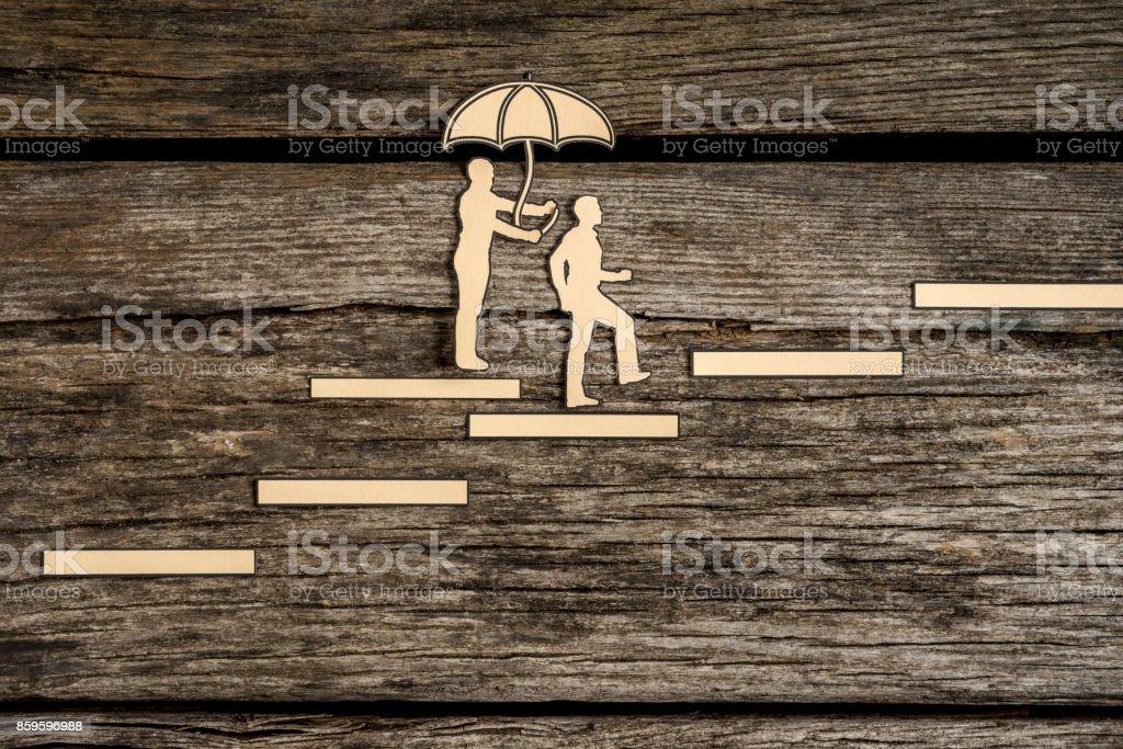 Zwei kleine Menschen Silhouette Treppe hinaufzugehen – Foto