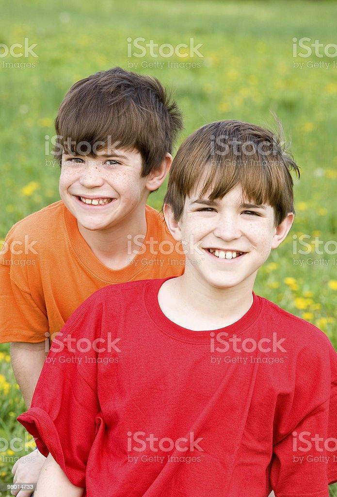 Due fratelli sorridenti foto stock royalty-free