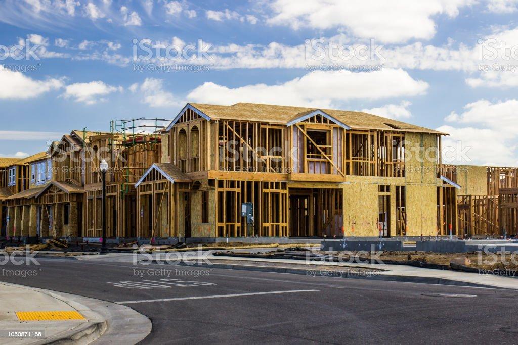 2 つの階建ての家建設中 ロイヤリティフリーストックフォト
