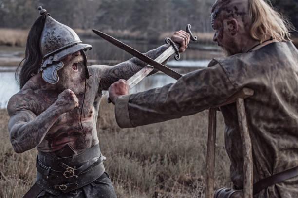 Zwei starke Wikinger Männer kämpfen in der Hand zu Hand Kampf – Foto