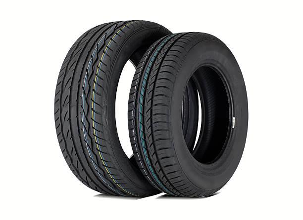 deux pneus d'été - rame pièce détachée photos et images de collection