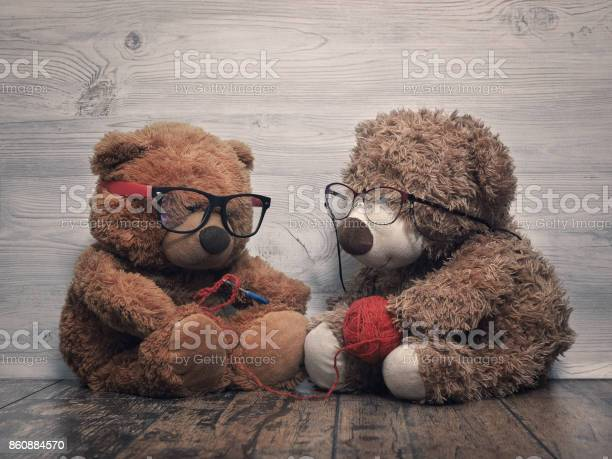 Two teddy bear as old people grandma knitting grandpa keeps a ball of picture id860884570?b=1&k=6&m=860884570&s=612x612&h=vtetvbnxyl774ipdwo3flderkxfzqsx3 ik2hwiphjs=