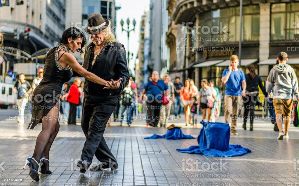 Dois dançarinos de tango não identificado - foto de acervo