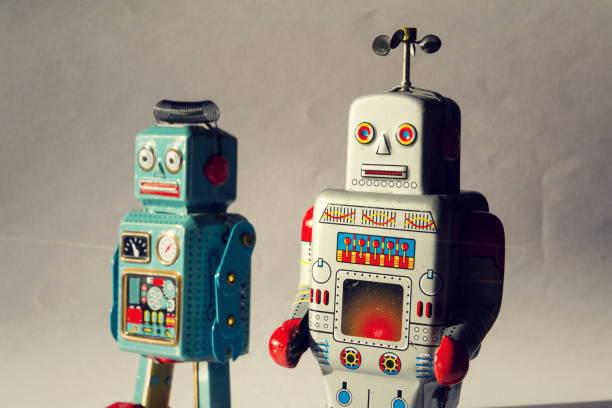 Zwei Vintage Blechspielzeug Roboter, Roboter-Lieferung, künstliche Intelligenz-Konzept – Foto