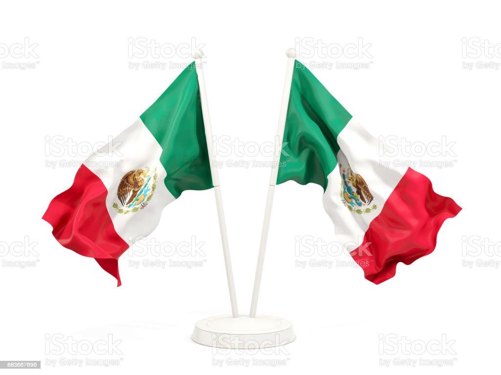 Dos banderas que agitan de México - foto de stock