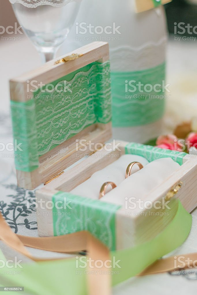 Two wedding rings in a box. foto stock royalty-free