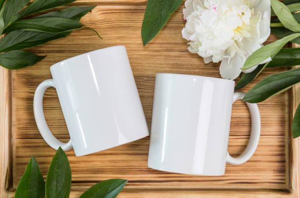 兩個白色杯子,杯子婚禮樣機 - 有耳杯 個照片及圖片檔