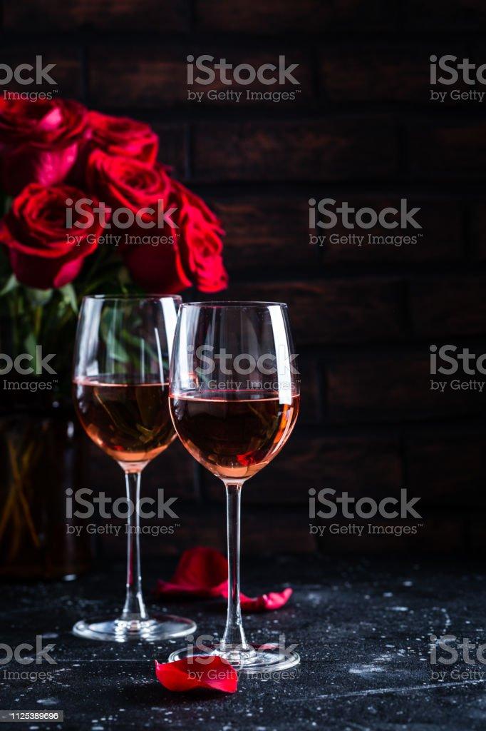 Photo Libre De Droit De Deux Verres à Vin De Vin Rosé