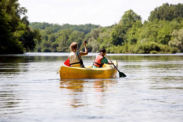 rio de canoa - caiaque canoagem e caiaque - fotografias e filmes do acervo