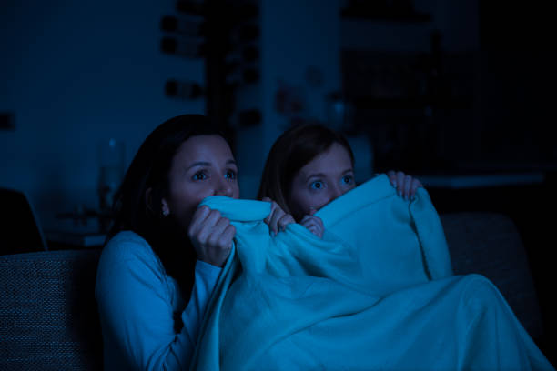 two women watching tv together, horror movie - horror zdjęcia i obrazy z banku zdjęć