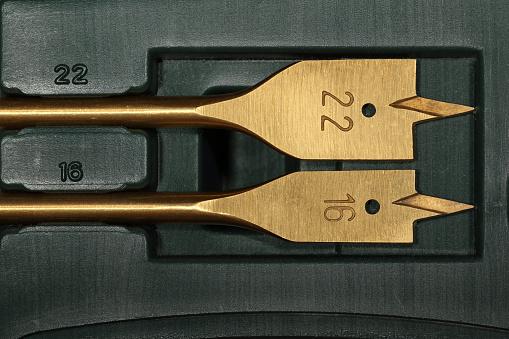 Twee Hout Spade Bits Binnen De Groene Kunststof Werkset Stockfoto en meer beelden van Apparatuur