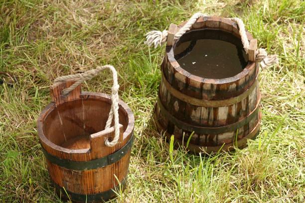 Zwei hölzerne Wasserschaufeln – Foto