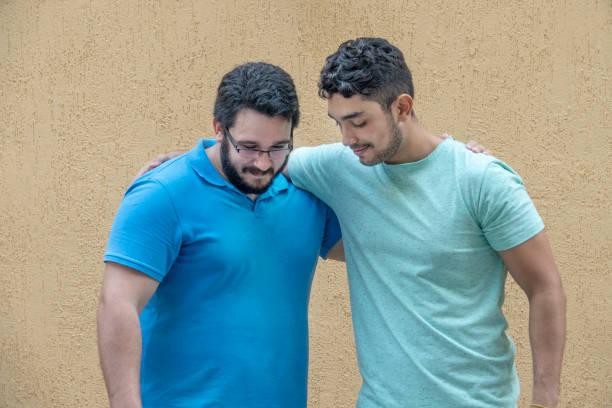 Deux jeunes hommes brésiliens, faire des affaires - Photo