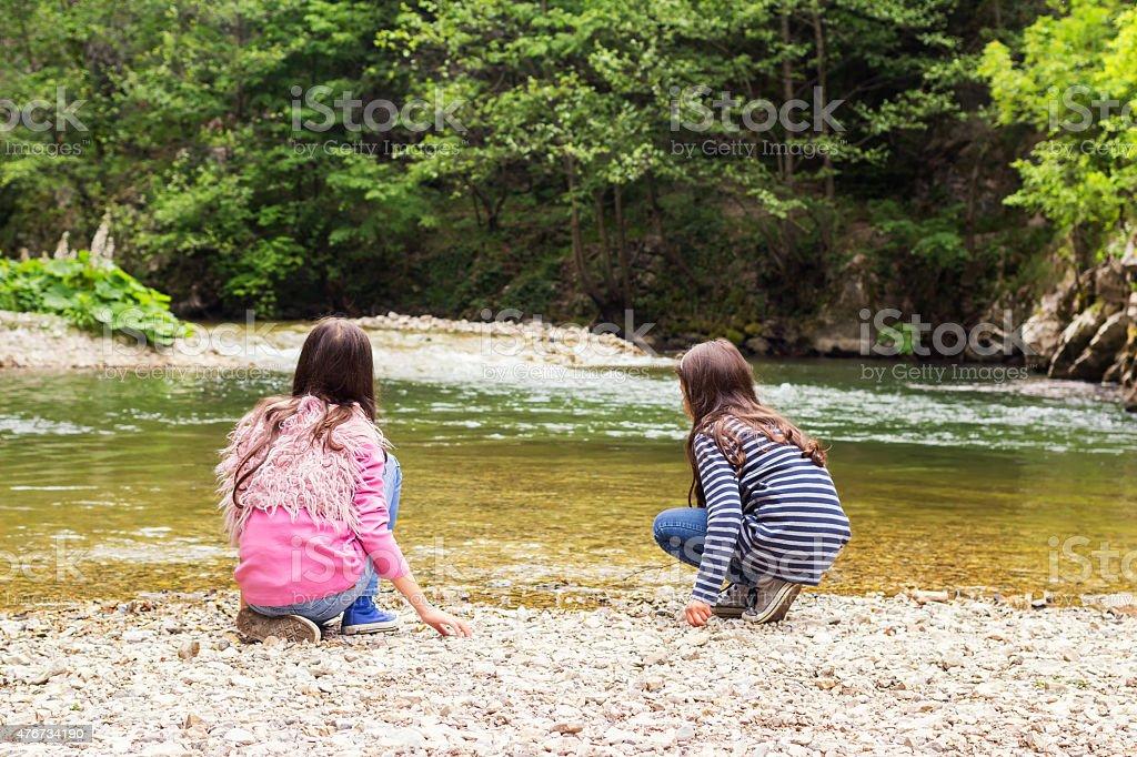 Парень И Две Молодые Девушки