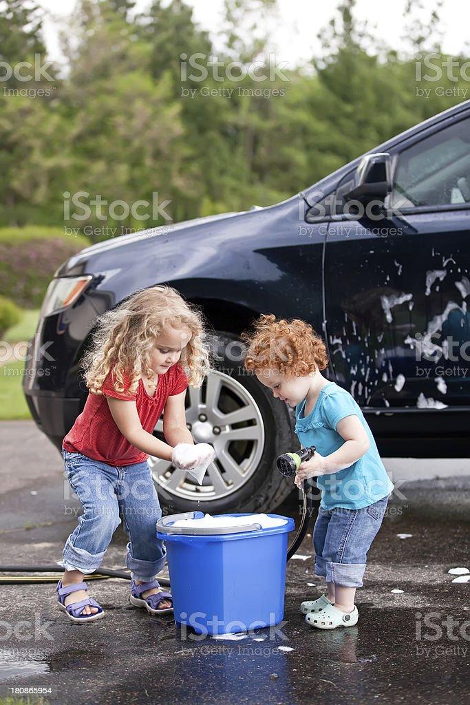 Young teen girls washing cars — photo 4