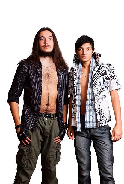 Zwei junge Männer. Europäische und asiatische Küche. – Foto