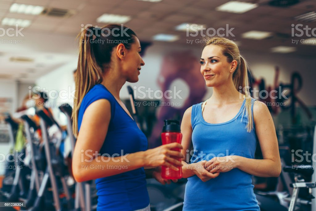 how to talk to a girl at the gym