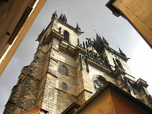 tyn church in prague - fsachs78 stockfoto's en -beelden