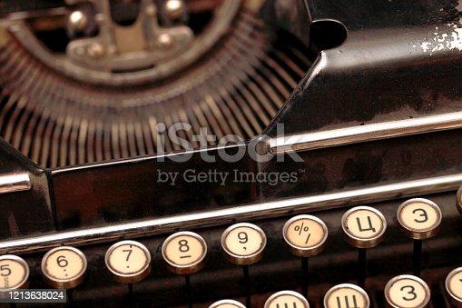 504606248 istock photo Typewriter 1213638024