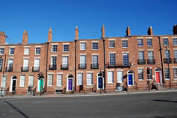 maisons typiques de la colombie-britannique - liverpool angleterre photos et images de collection