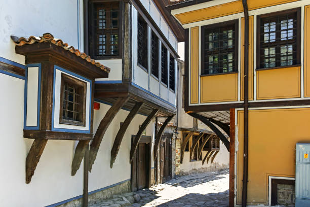 Tipik arnavut kaldırımlı sokak ve Plovdiv şehrinin eski şehir, Bulgaristan On dokuzuncu Yüzyıl Evleri stok fotoğrafı