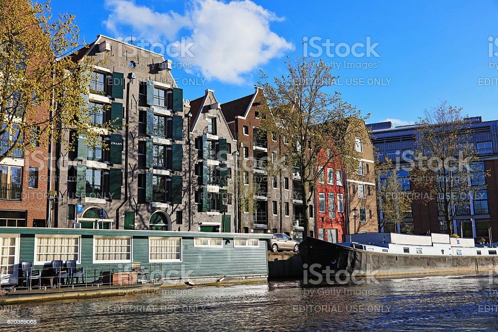 Typical Dutch Houses and Houseboat foto de stock royalty-free