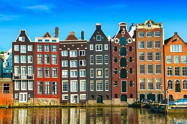 Típicas casas holandesas de Ámsterdam, en el centro - foto de stock