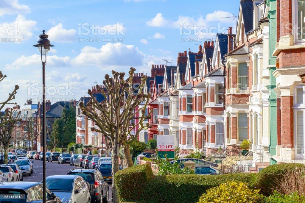 Inglés típico adosado casas en West Hampstead, Londres - foto de stock