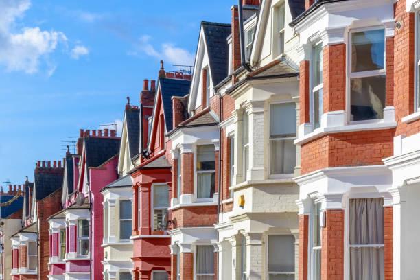 típico inglês com terraços casas em west hampstead, londres - reino unido - fotografias e filmes do acervo