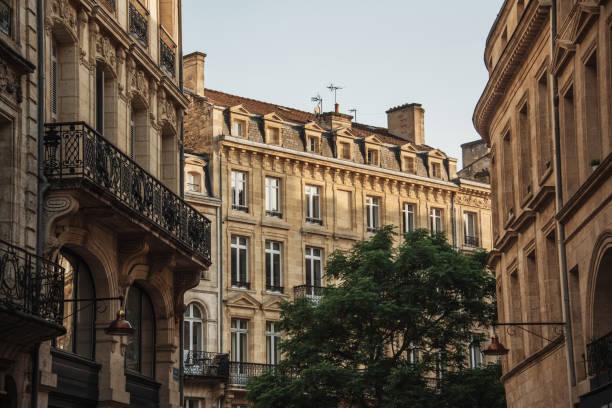architecture français typique à bordeaux - france photos et images de collection