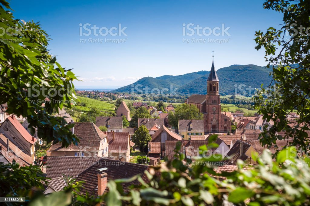 Typical french village with rooftops, church and hills in the background - foto stock