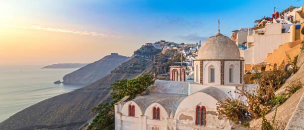 typisch griechisch orthodoxe kirche in fira, santorini - fira stock-fotos und bilder