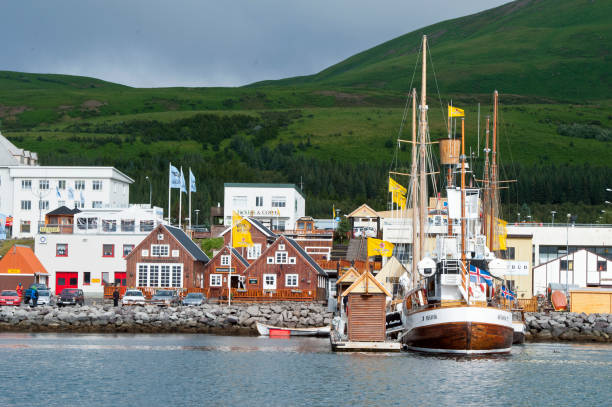 胡薩維克, 冰島-2013年8月19日: 這個小村莊的典型的海港圖像檔
