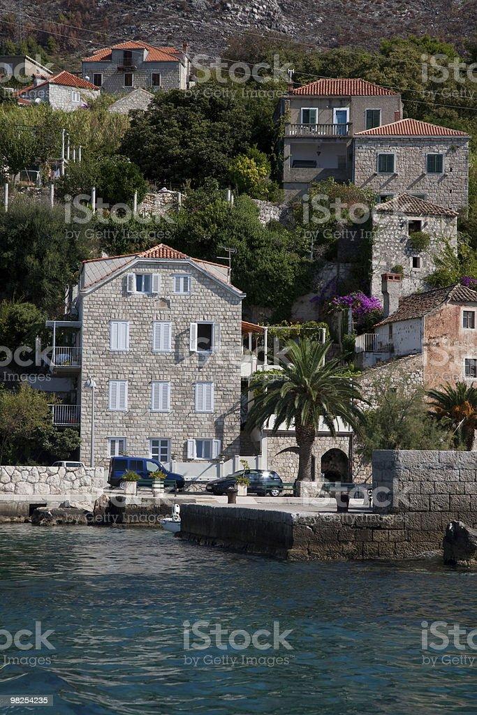 Case tipiche sulla costa vicino a Dubrovnik, Croazia foto stock royalty-free
