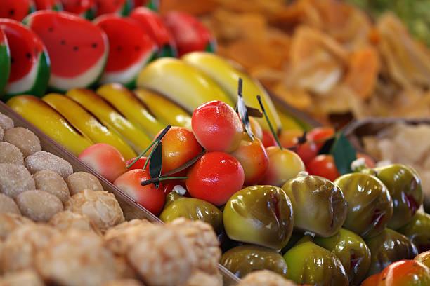 typisch italienische kandierte früchte und marzipan - grape sugar stock-fotos und bilder